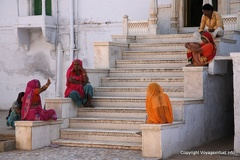 Discussion sur les marches du temple Fatehpur 51